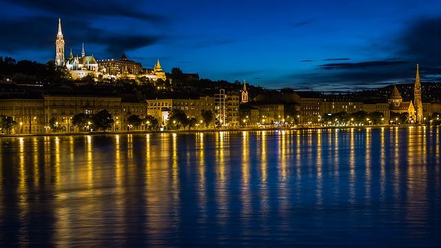 ドナウ河岸、ブダ城地区及びアンドラーシ通りを含むブダペストの画像3