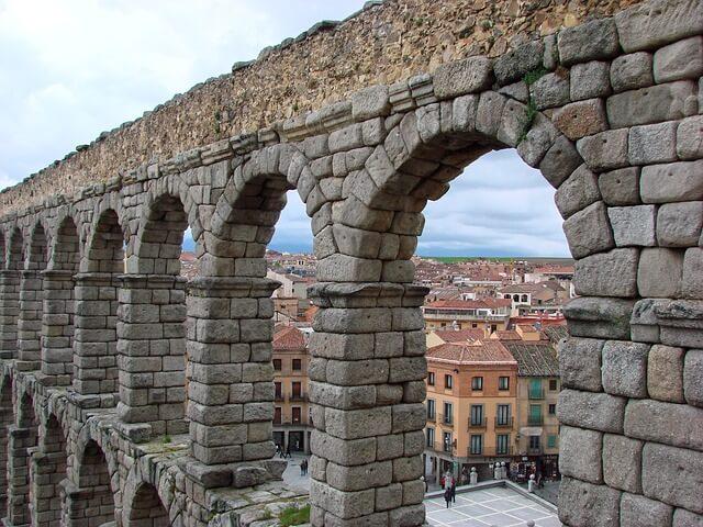 セゴビア旧市街とローマ水道橋の画像1