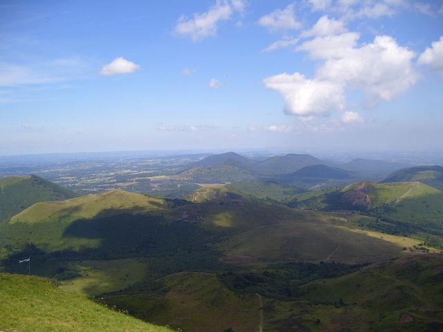 ピュイ山地とリマーニュ断層の地殻変動地域の画像1